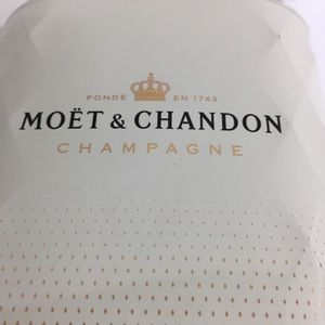 Moët & Chandon Insulated Champagne Wine Gift Box